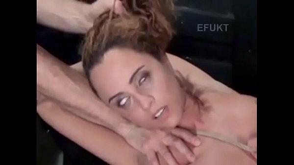 Большой хуй раздрочил пизду сисястой алетты оушен на рабочем столе